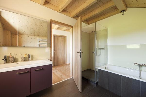 Architektur-Aufnahmen von Referenzobjekt EFH Strebel, St. Urban, ausgeführt als Holz 100 Bau